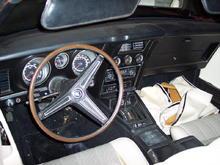 Full gauges with rim blow steering wheel