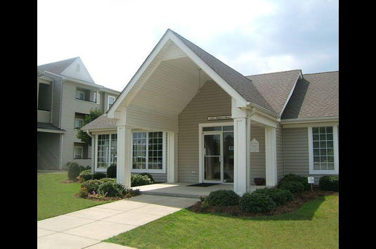 Reviews prices for brookridge apartments emporia va for Brookridge apartments