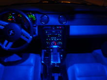 blue led dome light, gloss black center console and center trim