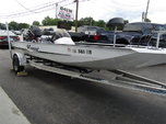 2000 Xpress X70 Bass Boat