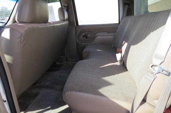 1999 GMC C6500 22 ft. Crew Cab Box Van Grip Truck