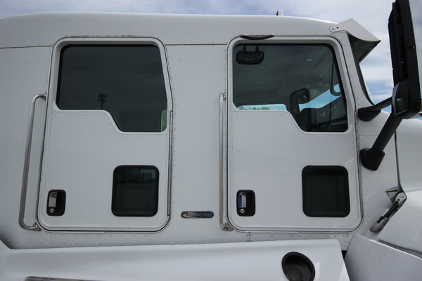2010 Kenworth T300 Truck