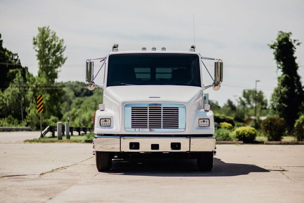 2001 FREIGHTLINER FL60 SPORTCHASSIS  for Sale $55,000