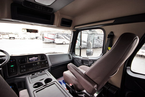 2015 Freightliner® Sportchassis RHA114-350 Platinum Onyx