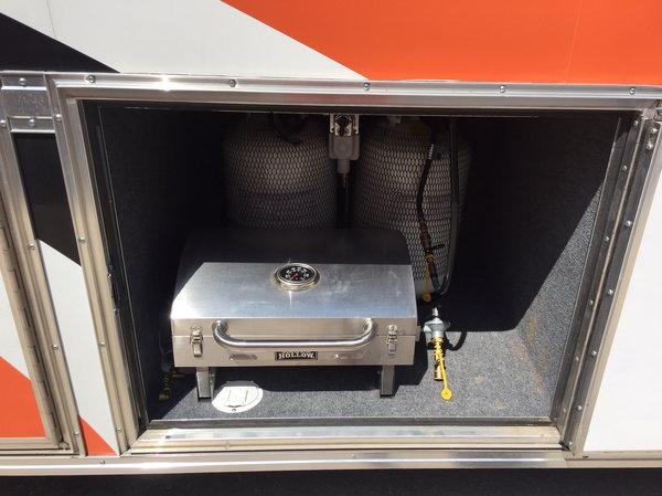 2000 Freightliner Toterhome 10' Garage  for Sale $99,000