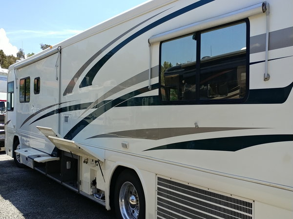 2000 Country Coach 40' Intrigue   for Sale $51,000