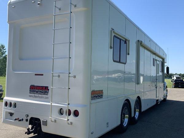 2008 Showhauler 45' Tandem Axle Motorcoach