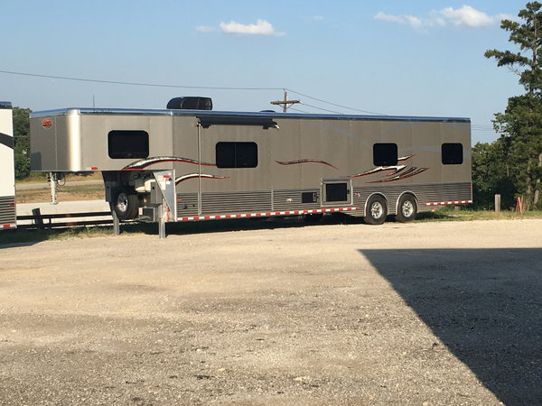 2019/2020 SUNDOWNER LQ RACE TRAILERS AND TOYHAULERS