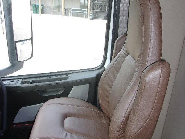 2021 Showhauler 39' tandem axle coach