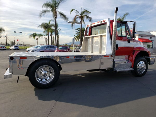 4x4  Freightliner Sport Chassis with automatic Transmission