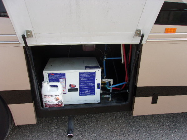 2008 Haulmark 45' 3-slide motorhome
