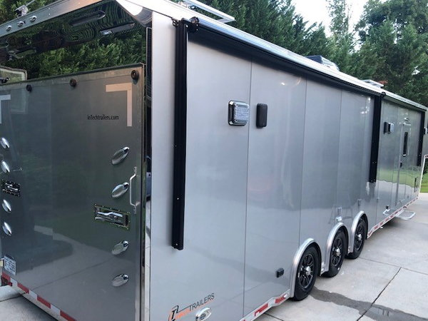 2017 44' InTech IMMACULATE LOADED Icon enclosed  for Sale $82,500