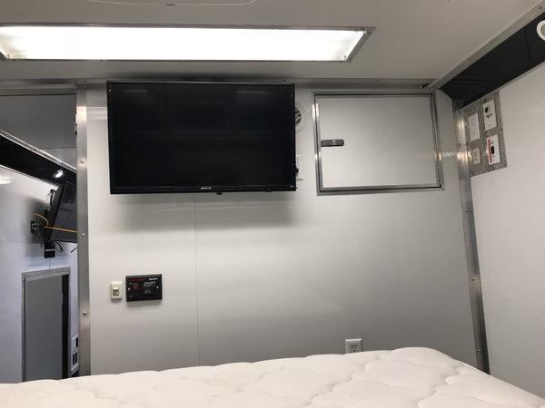 2014 48' Cargo Mate  w/ Bathroom & Bedroom