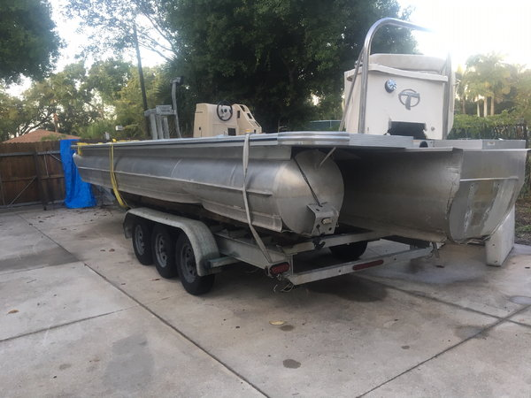 2014 Avalon Phoenix 27 ft Tritoon Project Hull  for Sale $1,800