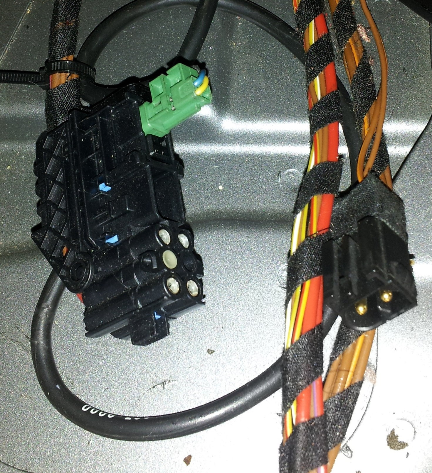 I Need Help Re Installing Stock 996 Seats W Power 6speedonline Heated Seat Harness Connector Passenger Side Detail