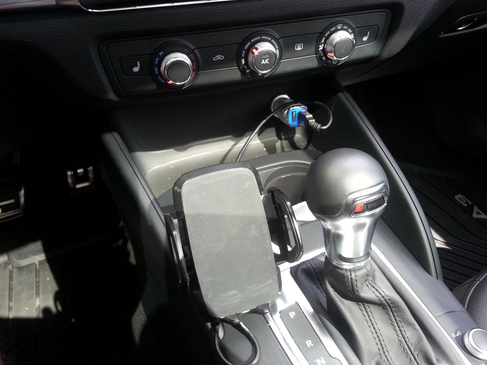 Iphone Mount AudiWorld Forums - Audi iphone 6 car mount