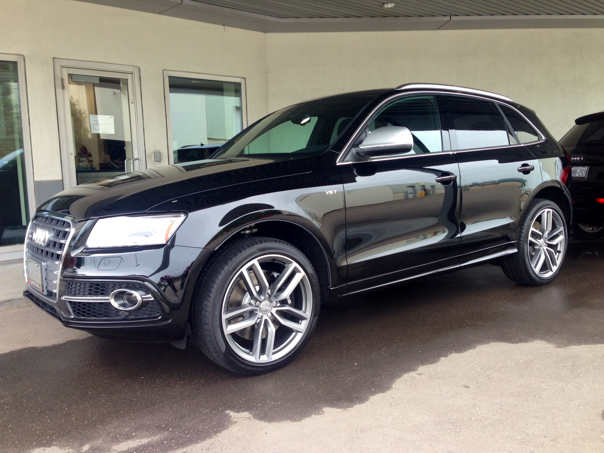 Al here s my new 15 sq5 in mythos blk metallic my interiors are the same as jaxen got the technik version have you placed your order yet