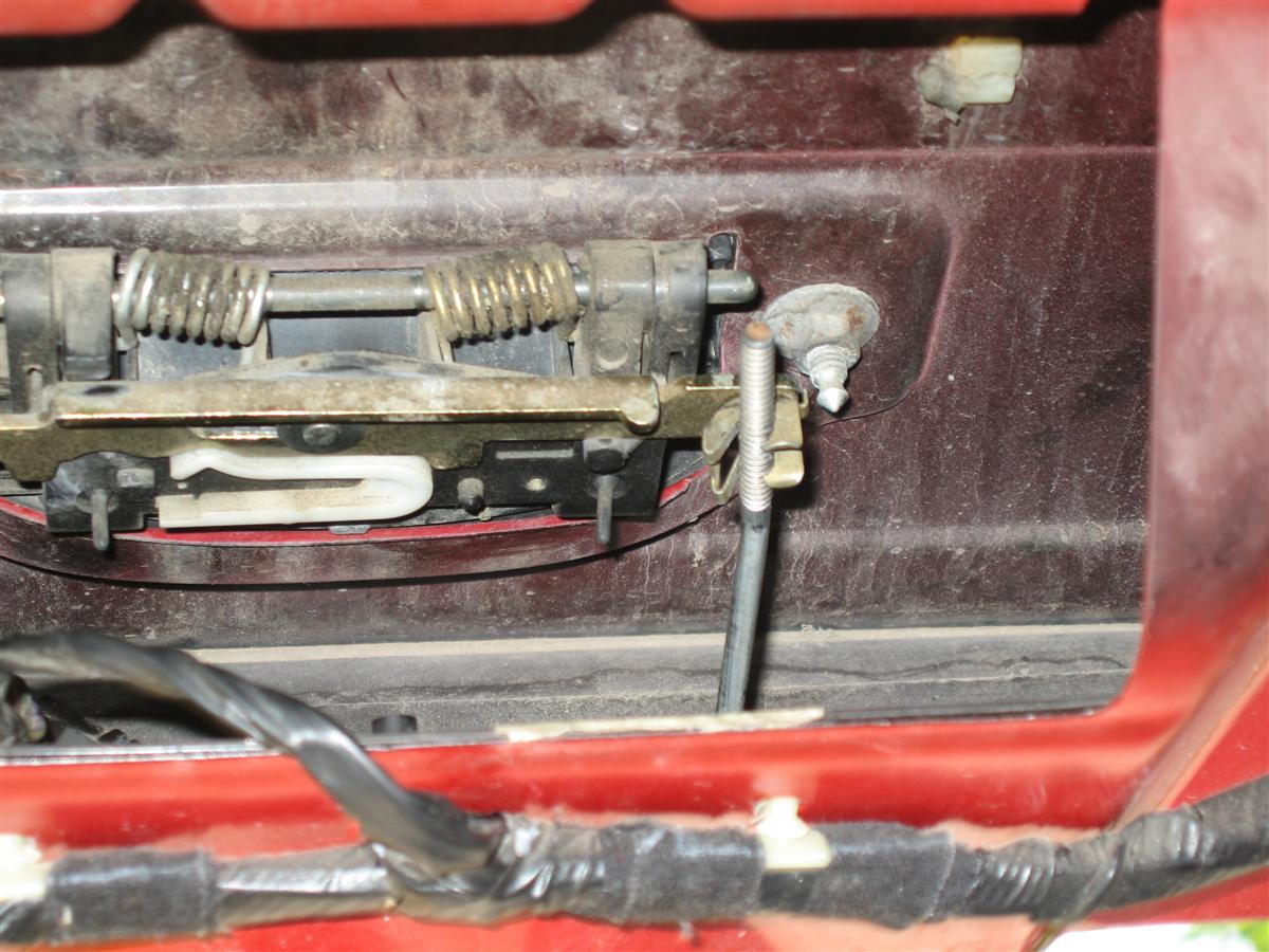 rear-hatch wiring? - jeep cherokee forum help any? step 4  see that rod and  the metal clip? that is your culprit