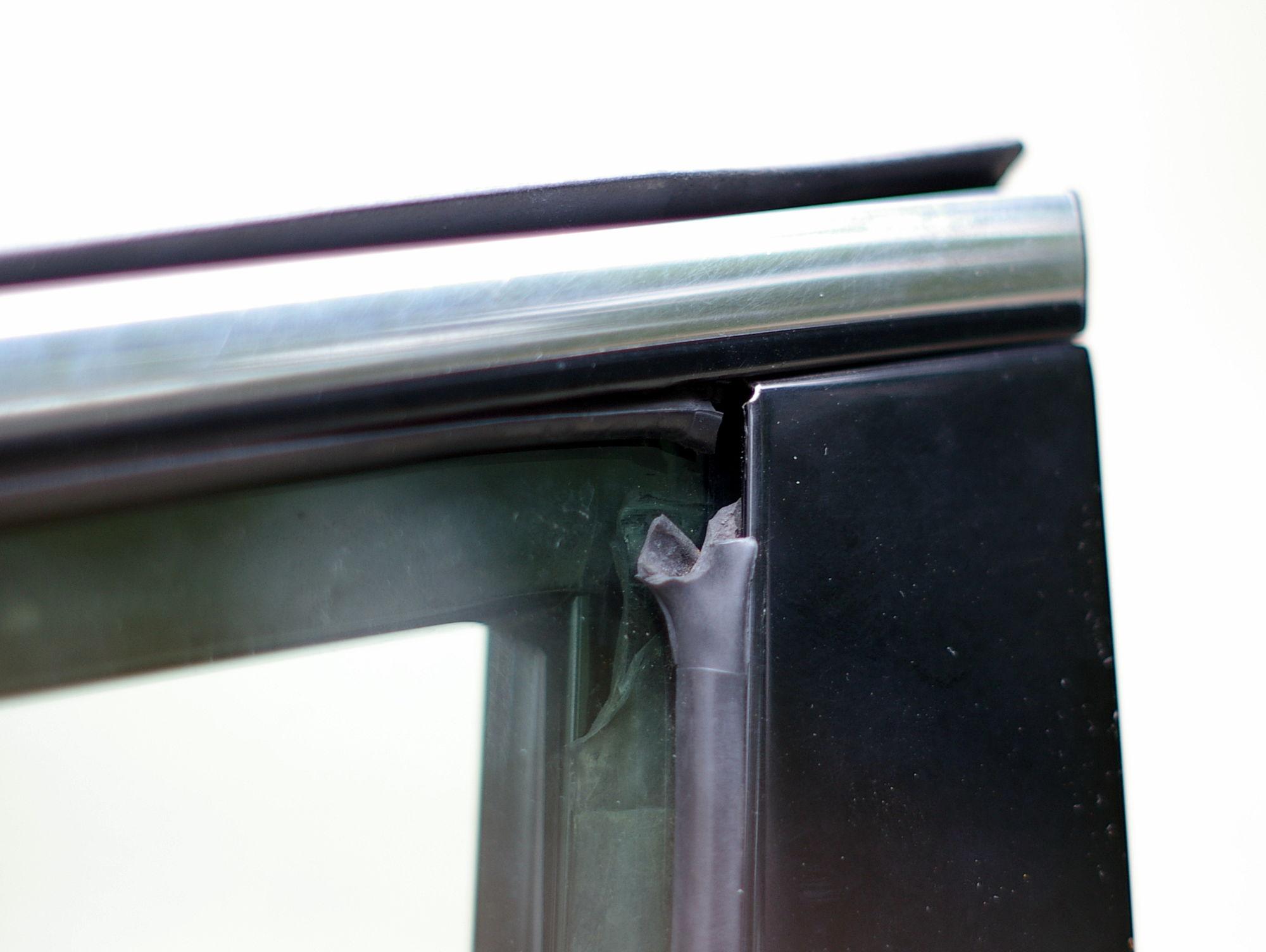 How To Remove Door Window Weatherstripping  02  Es300  330