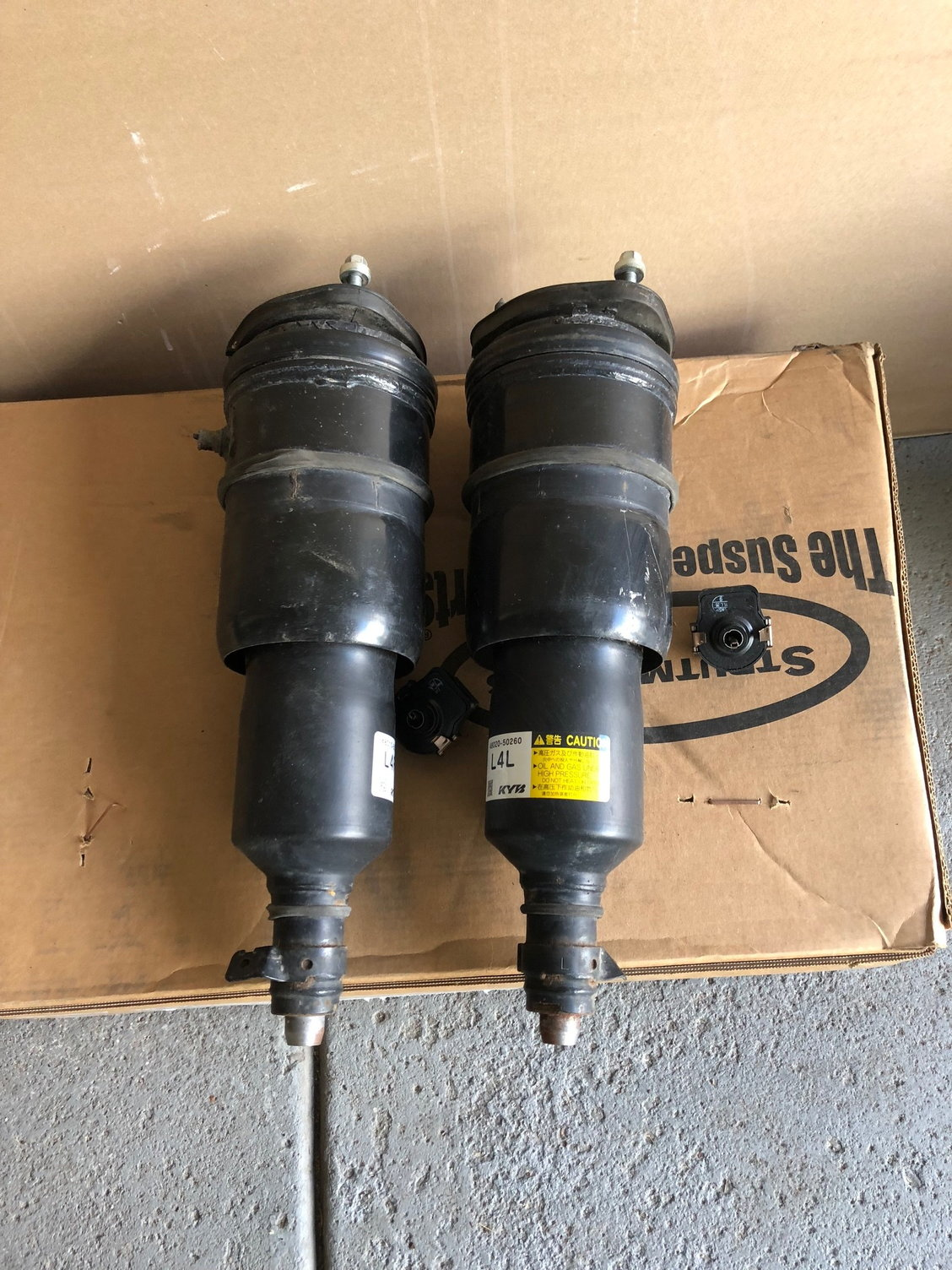 LS 460 AWD used air suspension struts - full set front and rear (rear  leaking)