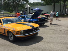 These cars are owned and raced by the Montreal Mustang Club...we gave CMOC a pump!!😎