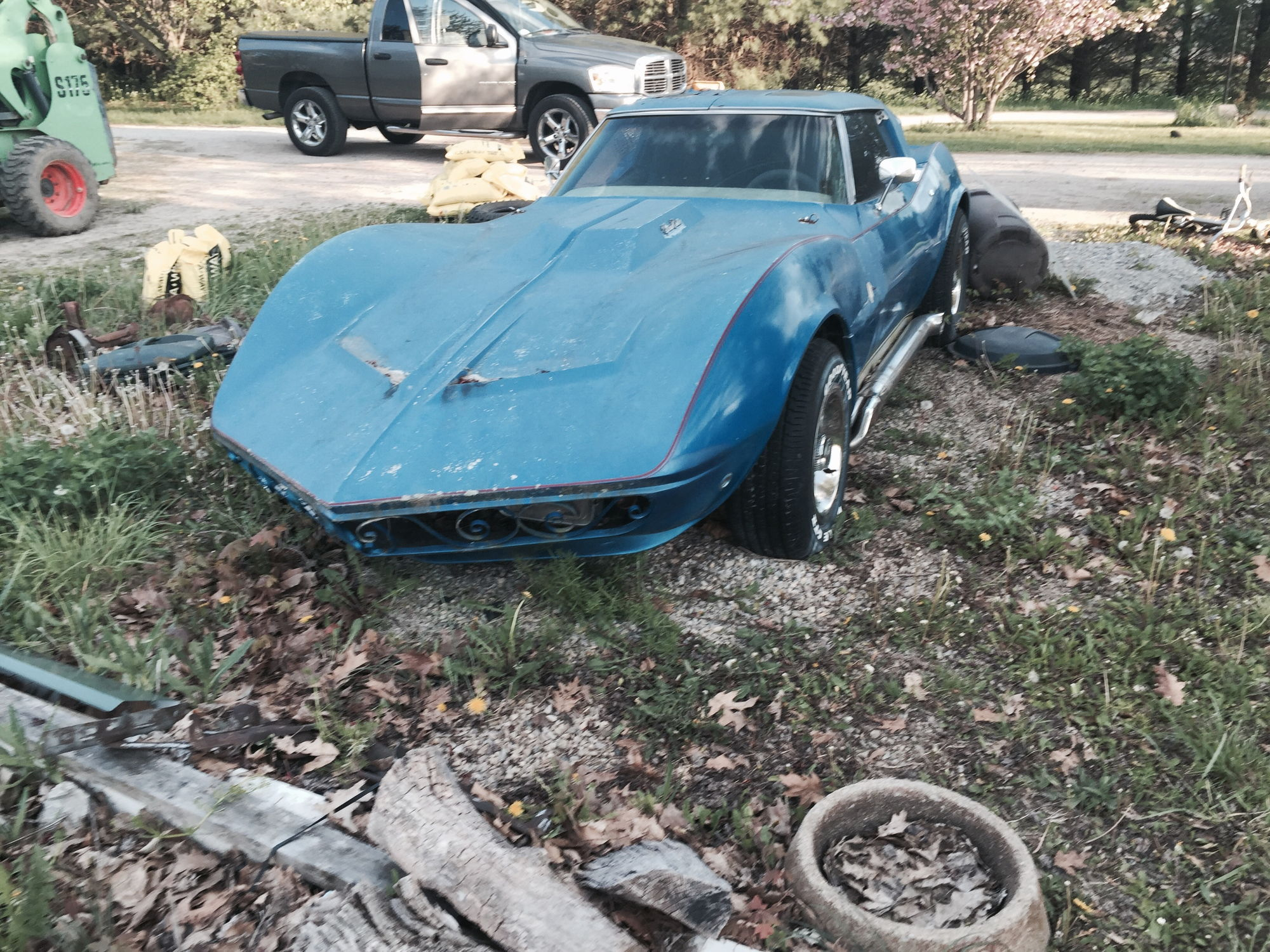 br i recently aquired a 1975 mako shark corvette it s in rough shape clear coat peeling been sitting a long time the previous owner said it was one of