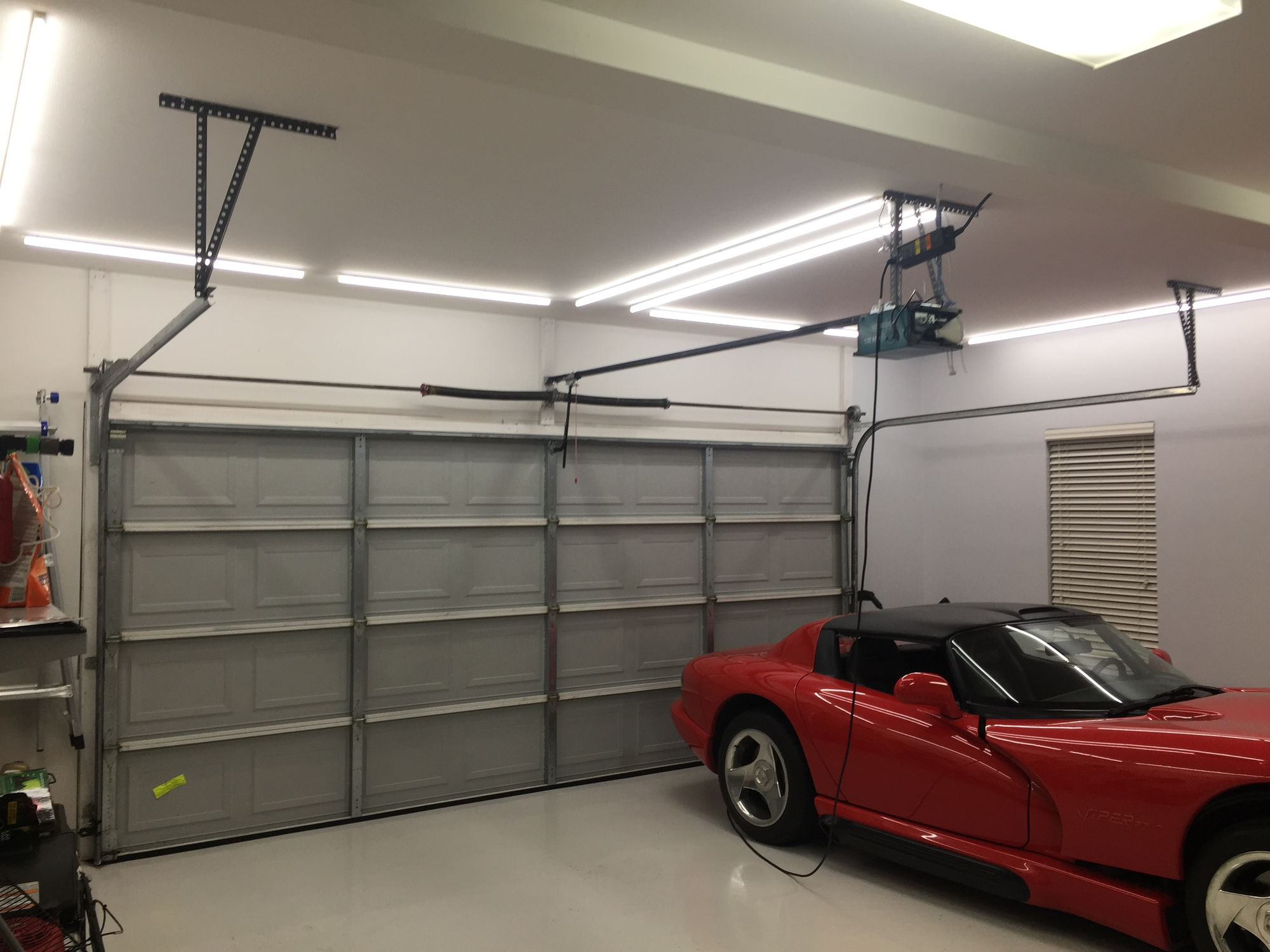 Show me your shop garage ect page 7 corvetteforum wish it was bigger but it works for now white epoxypolyurethane floor have been awesome would have really liked some drains though for washing the cars rubansaba