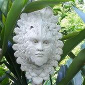 Yes, I like the garden man faces. Shell ginger surrounding.