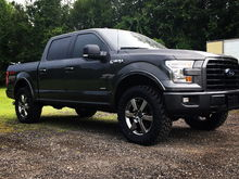 Rough country 2.5 with Toto mts 35x12.50R20 front wheels have 1/4 inch spacers .