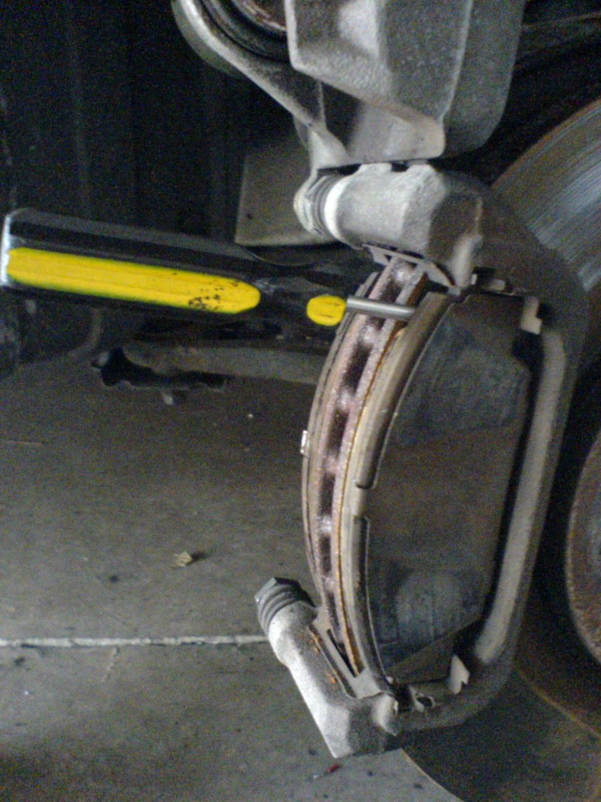 how to change 2000 honda civic brake pads