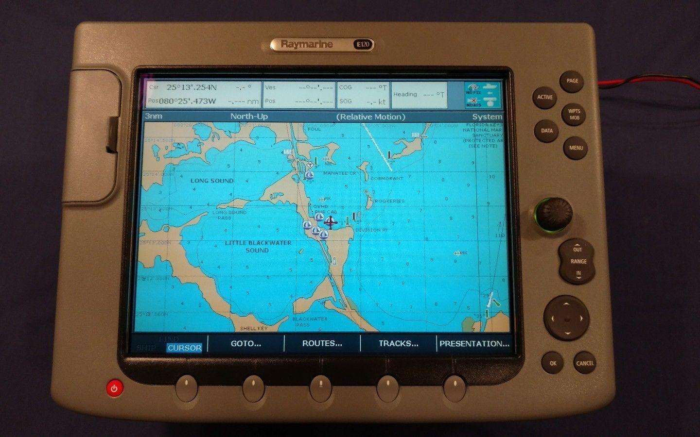 Dual Raymarine E120 Classic Chartplotters GPS Multi-Function
