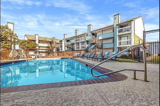 Starburst Apartments 263 Reviews Austin Tx Apartments For Rent Apartmentratings
