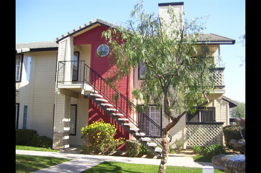 Image Of Whispering Meadows Apartments In Bakersfield, CA