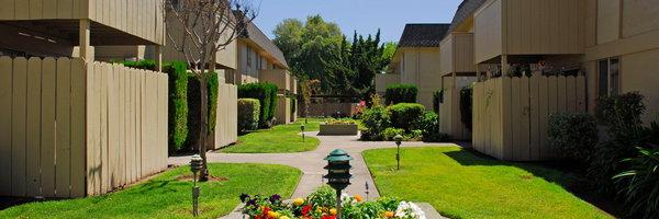 Inglewood Oaks Apartments