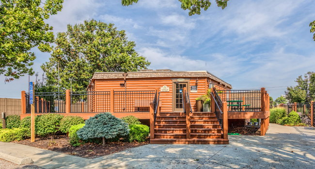 Image of Treetop Lodge in Overland Park, KS