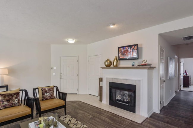 The Residence at Barrington Apartments - 56 Reviews ...