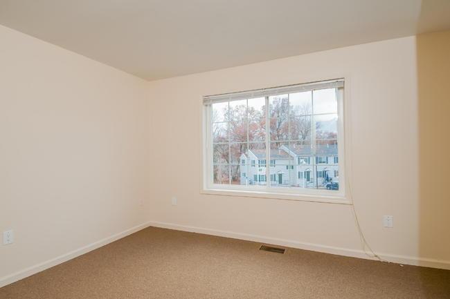 Strange 3 Bedroom Apartments In Waterbury Ct Beutiful Home Inspiration Xortanetmahrainfo