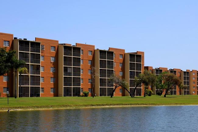 Parker House Apartments | Cape Coral, FL Apartments For Rent